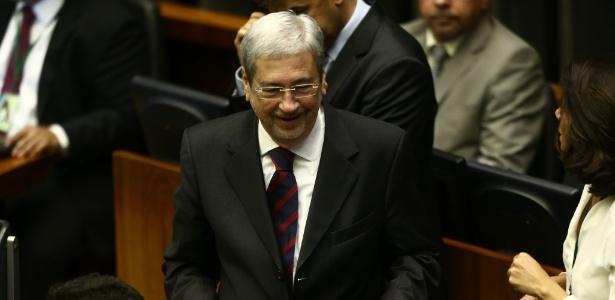2.ago.2017 - O ministro da Secretaria de Governo, licenciado para votar contra a denuncia, Antônio Imbassahy, no plenário da Câmara