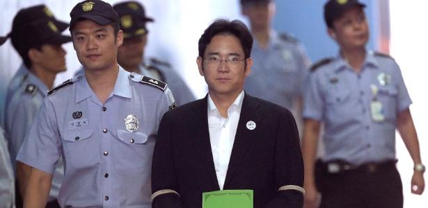 Lee Jae-yong chega para audiência no Ministério Público da Coreia do Sul, em Seul
