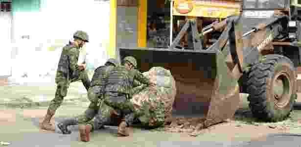 No sábado (3), as Forças Armadas removeram 16 tipos de barreiras e obstáculos - Brenno Carvalho/Agência O Globo