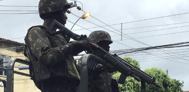 03.mar.2018 - O governo federal planeja direcionar R$ 1 bilhão para a intervenção federal no Rio - Luis Kawaguti / UOL