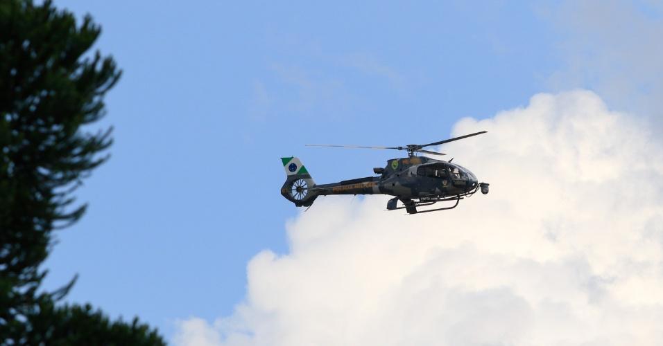 Helicóptero da Policia Militar reforça segurança da sede da Policia Federal em Curitiba