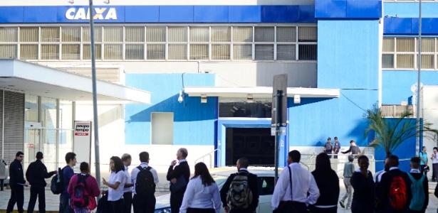 Grupo armado invadiu a agência da Caixa Econômica Federal do centro de Piracicaba