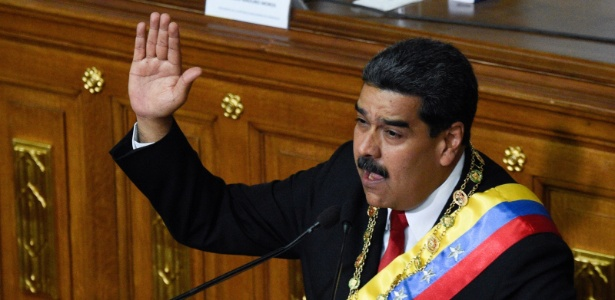 24.mai.2018 - O presidente venezuelano, Nicolas Maduro, faz juramento para seu segundo mandato