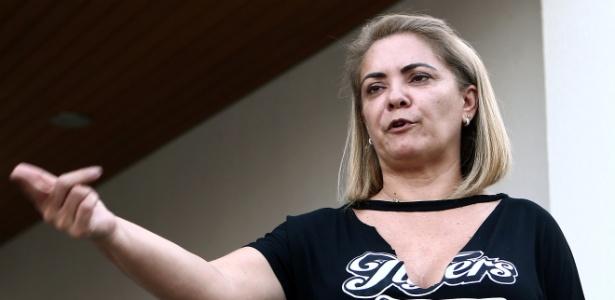 A advogada Ana Cristina Valle, ex-mulher de Bolsonaro, em sua casa, em Resende (RJ)