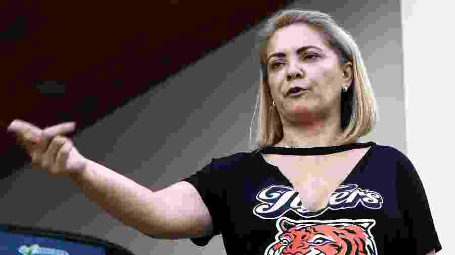 26.set.2018 - A advogada Ana Cristina Valle, de 51 anos, ex-mulher do candidato do PSL à Presidência da República, Jair Bolsonaro, em sua casa, em Resende, no sul fluminense - FÁBIO MOTTA/ESTADÃO CONTEÚDO
