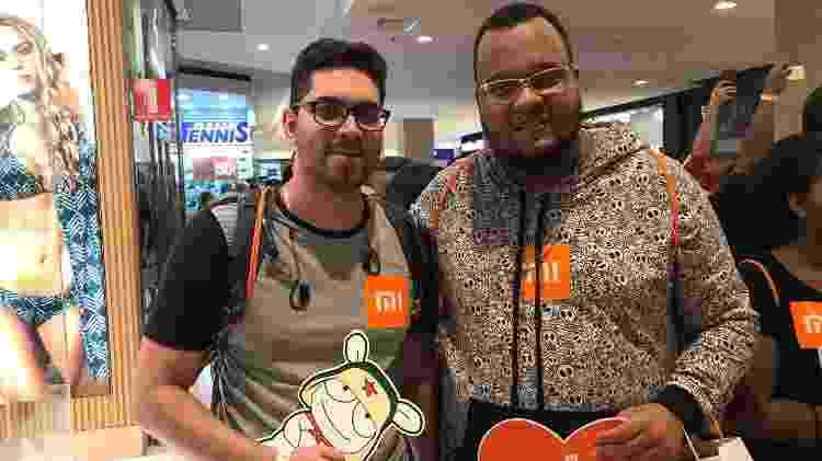 Rodrigo Matos e Rodrigo Libório chegaram antes e foram os primeiros a entrar na nova loja - Bruna Souza Cruz/UOL