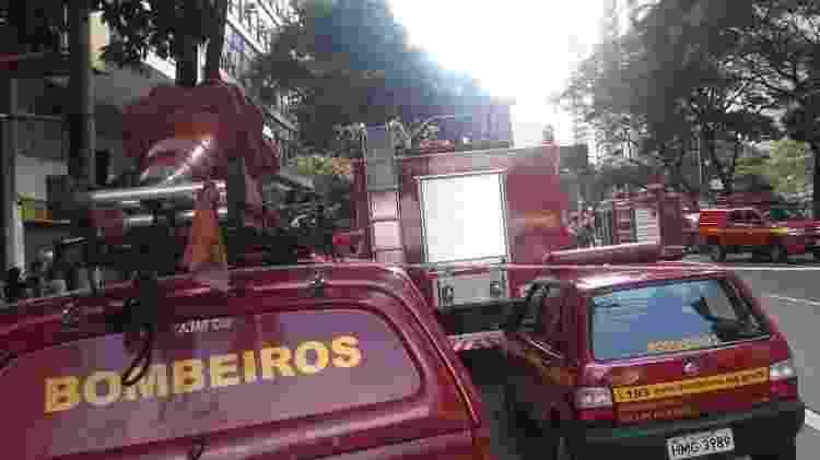 Carros do Corpo de Bombeiros no atendimento à ocorrência de incêndio em Belo Horizonte nesta tarde - Reprodução/Redes Sociais