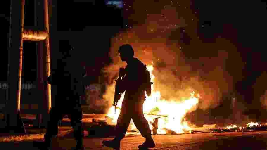 20.out.2019 - Soldados patrulham ruas no Chile durante protestos - Pablo Hidalgo/AFP