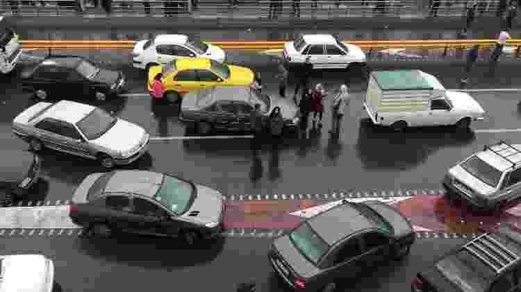 População protesta contra o aumento da gasolina - Nazanin Tabatabaee/WANA