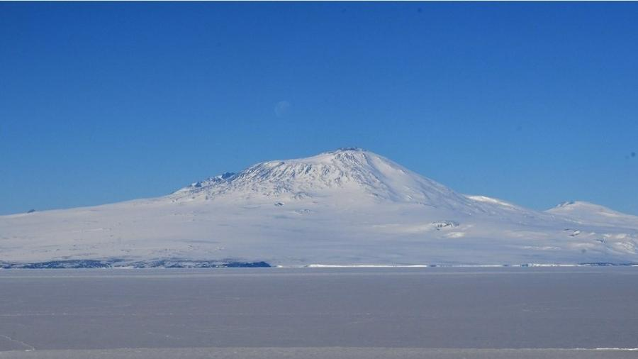 O voo TE901 colidiu com o Monte Erebus - Getty Images