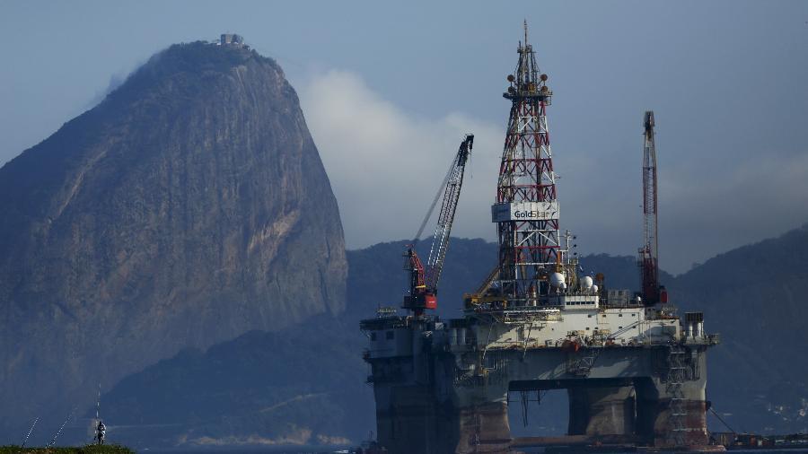 Plataforma de petróleo na Baía de Guanabara, Rio de Janeiro - Pilar Olivares