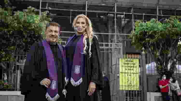 Ângela e o marido, o cirurgião plástico Wagner de Moraes, que também recebeu diploma no sábado (27) - Zô Guimarães/UOL - Zô Guimarães/UOL
