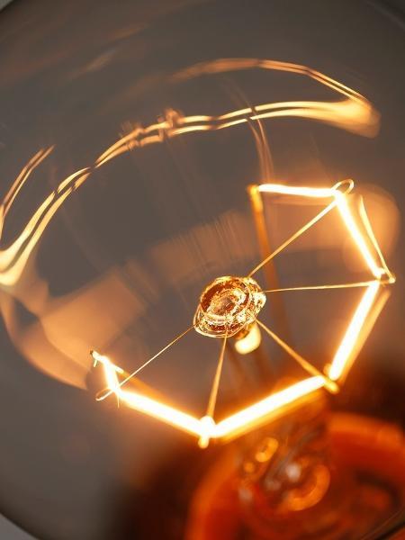 Luz, lâmpada, energia elétrica - iStock