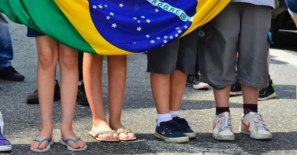 18.nov.2015 - Estudantes da Escola Estadual Diadema fazem protesto contra a reorganização escolar que será implantada em janeiro de 2016 pela Secretaria de Educação