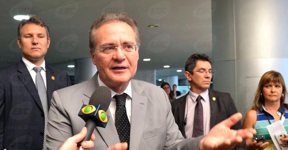 Renan Calheiros sai do Palácio do Planalto após almoçar com a presidente Dilma Rousseff