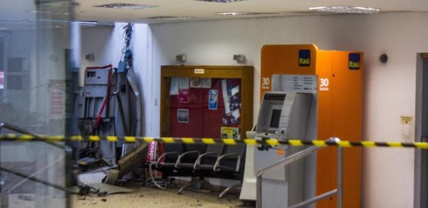 Assaltantes explodiram caixa eletrônico na sede do estádio Cícero Pompeu de Toledo
