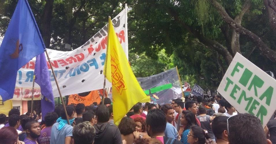 7.set.2016 - Manifestantes pedem a saída do presidente Michel Temer da Presidência da República durante ato em Belém (PA)