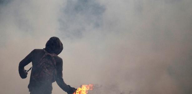 Manifestantes e forças de segurança entram em confronto durante protesto na Venezuela