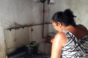 Famílias de PE fazem gás de cozinha com esterco, e param de comprar botijão (Foto: Aliny Gama/UOL)