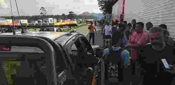 Manifestação de caminhoneiros contra o reajuste nos preços do óleo diesel travando pontos da Rodovia Presidente Dutra, que liga São Paulo ao Rio de Janeiro - Cristina Índio do Brasil/Agência Brasil