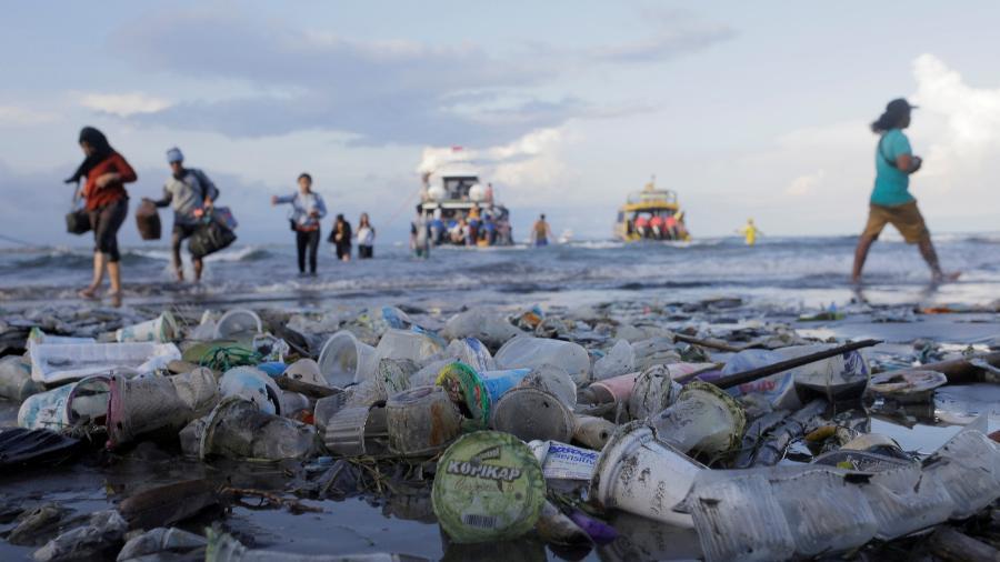 Ação humana faz com que oceanos sejam lotados de plástico, afetando a vida marinha - Johannes P. Christo/Reuters