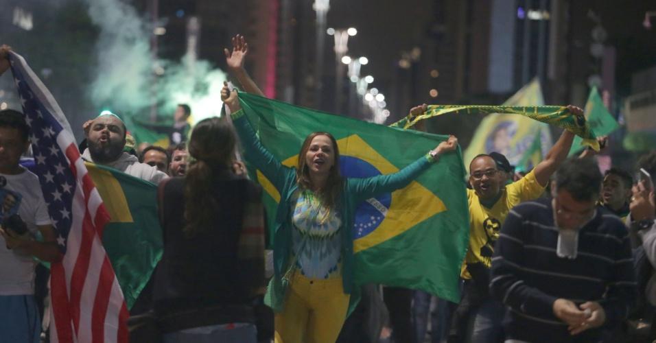 28.out.2018 -  Eleitores de Jair Bolsonaro celebram a vitória na avenida Paulista em São Paulo