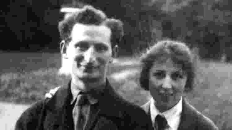 Rapoport e sua esposa, que também era cientista - Yakov Rapoport/BBC - Yakov Rapoport/BBC