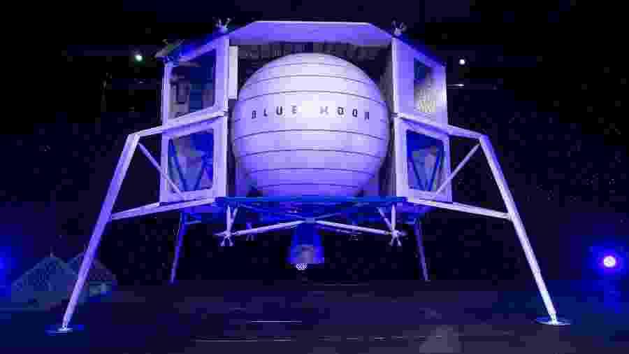 A maquete da cápsula Blue Origin, de Jeff Bezos, executivo da Amazon - Saul Loeb/AFP