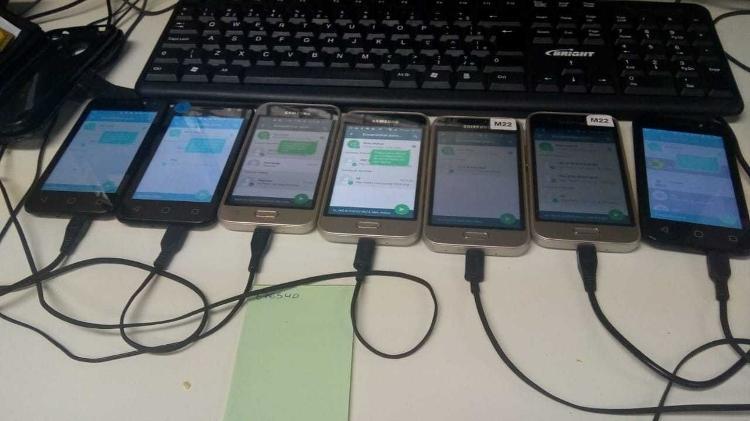 Celulares conectados a computador fazem envio de mensagens de WhatsApp em massa com a ajuda de robôs - Reprodução