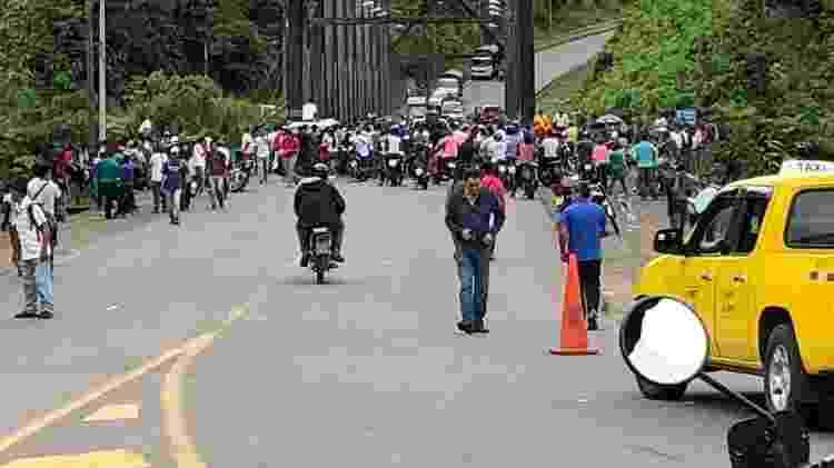 Os motociclistas Claudinei Batista e Rodolfo de Medeiros enfrentaram barreiras no Equador - Arquivo pessoal - Arquivo pessoal