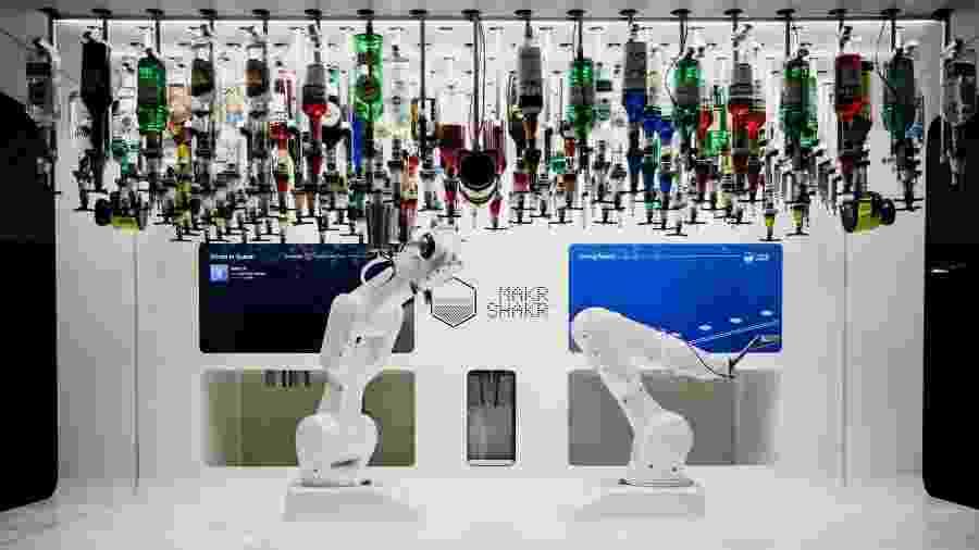Robô Toni faz parte de um sistema de automação de bares - Divulgação
