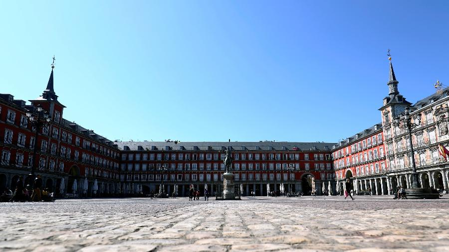 Plaza Mayor, marco de Madri, vazia após surto de coronavírus na Espanha - Sergio Perez/Reuters