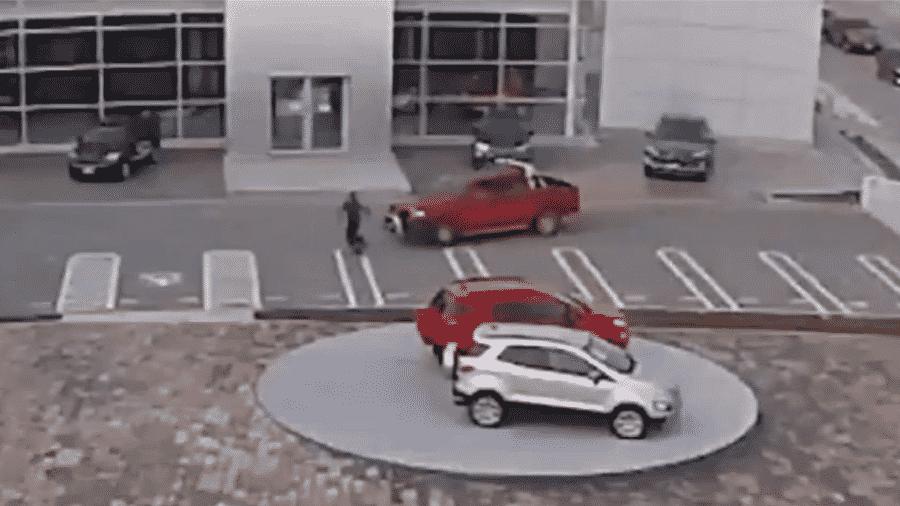 Motorista atropela ladrões na cidade de Veracruz, no México - Reprodução/Twitter