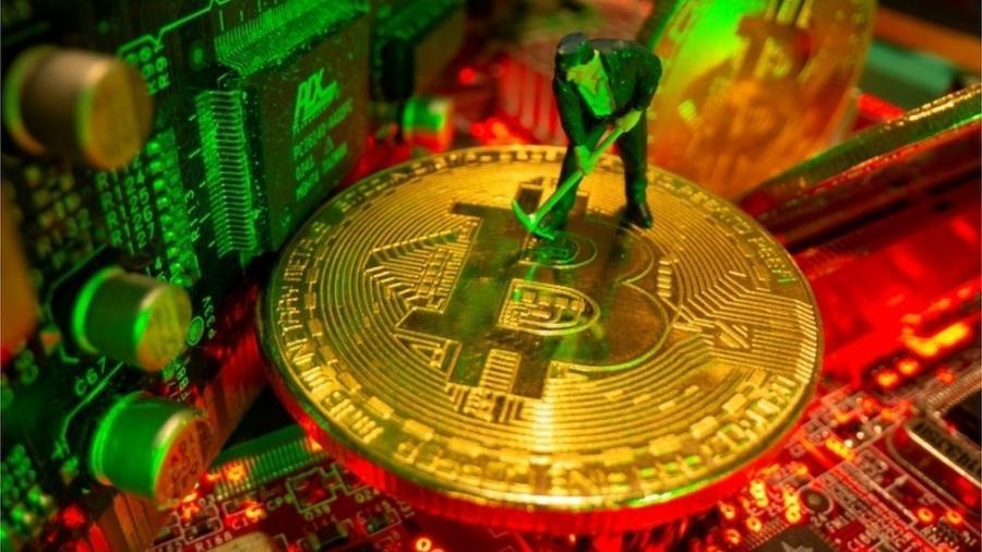 Preço do Bitcoin caiu para menos de US$ 34 mil pela primeira vez em três meses depois de novas notícias ruins - Reuters