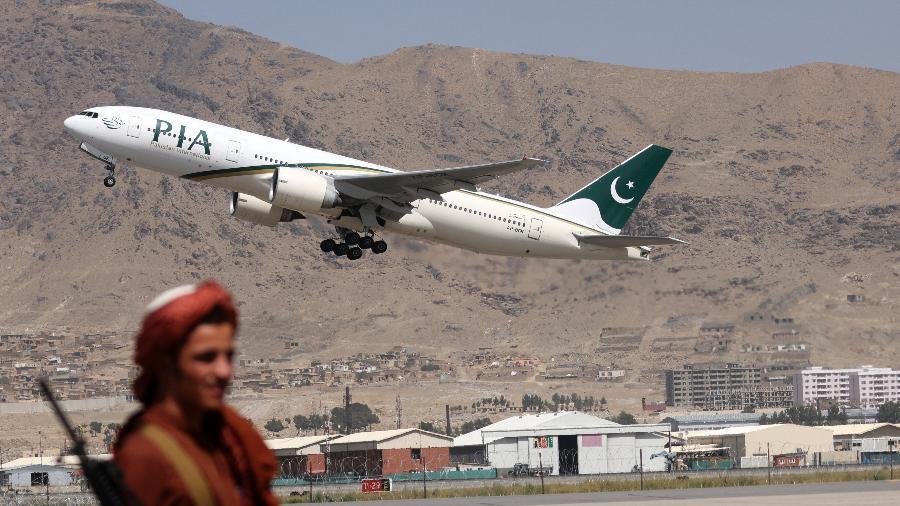Assim como a seleção principal, jogadoras da base também buscaram asílo no Paquistão - Karim Sahib/AFP