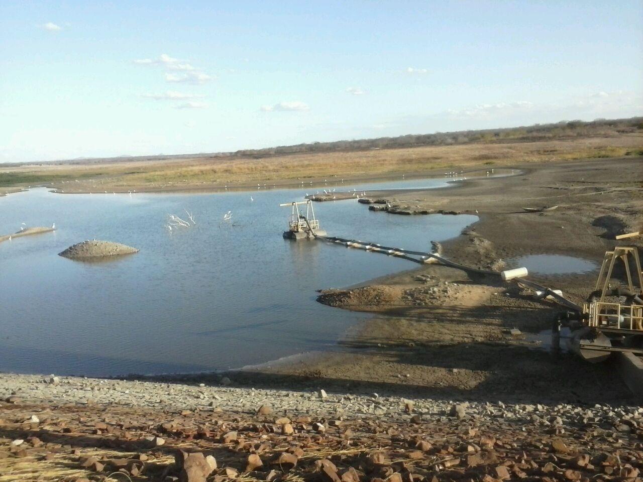 8.set.2015 - Barragem de Pau dos Ferros, no oeste do Rio Grande do Norte, usa o volume morto para abastecer o município