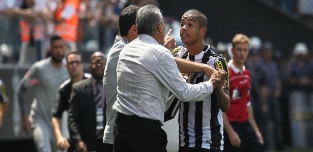 O zagueiro David Braz pede Santos ofensivo na Arena Corinthians nesta quarta-feira