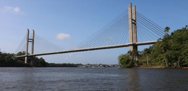 Ponte entre Oiapoque, no Brasil, e a Guiana Francesa não pode ser cruzada