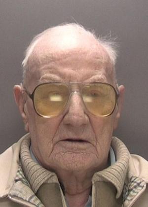 Ralph Clarke, motorista de caminhões aposentado, foi julgado por ter estuprado três menores
