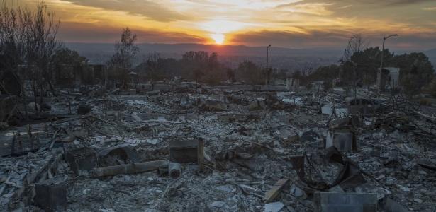 Incêndio florestal --o mais mortal da Califórnia (EUA)-- deixa rastro de destruição em Santa Rosa