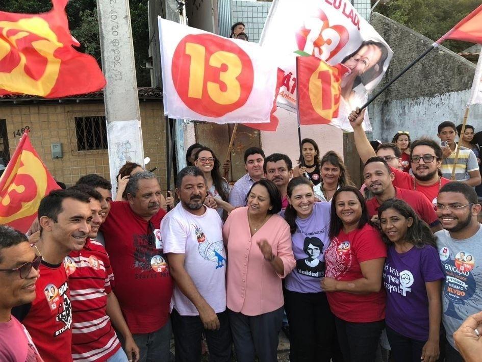 23.out.2018 - Fátima Bezerra realizou caminhada em Mãe Luiza