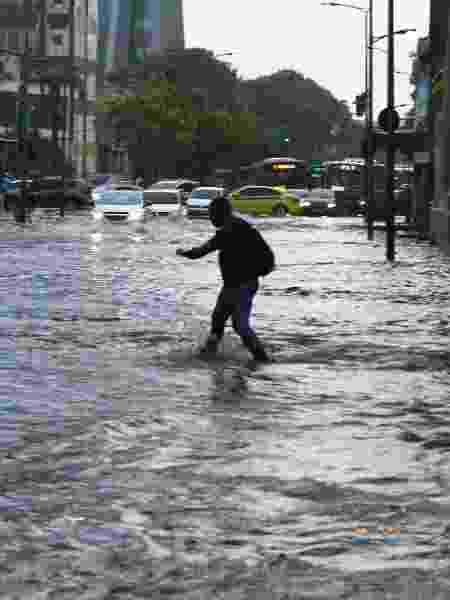 11.mar.2019 - Forte chuva causa alagamento na região central do Rio - JOSE LUCENA/FUTURA PRESS/FUTURA PRESS/ESTADÃO CONTEÚDO
