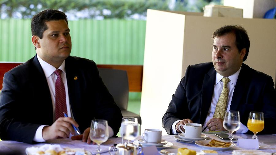 8.mai.2019 - Os presidentes do Senado, Davi Alcolumbre (à esq.), e da Câmara dos Deputados, Rodrigo Maia - Marcelo Camargo/Agência Brasil