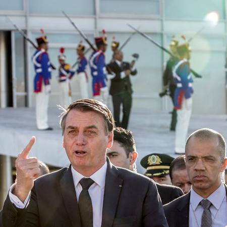 O presidente Jair Bolsonaro durante cerimônia de hasteamento da bandeira nacional no Palácio do Planalto - Gabriela Biló/Estadão Conteúdo