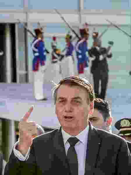 Bolsonaro em cerimônia de hasteamento da bandeira nacional no Palácio do Planalto - Gabriela Biló/Estadão Conteúdo