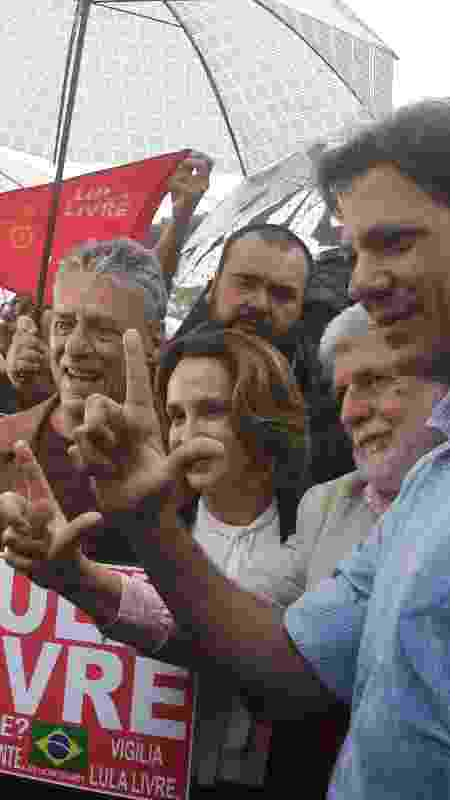 Chico Buarque visita Lula na carceragem da Superintendência Polícia Federal em Curitiba - REUTERS/Rodolfo Buhrer