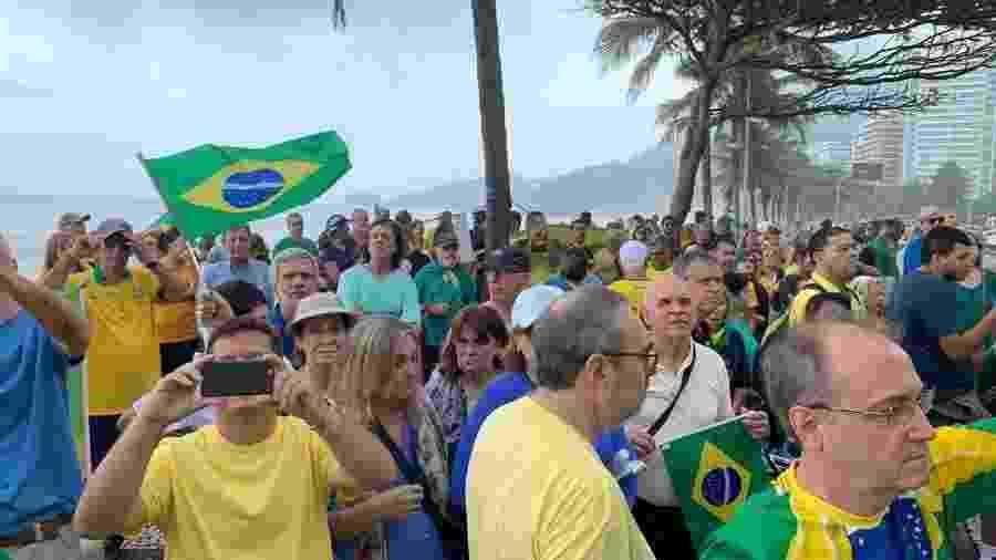 Manifestantes protestam em frente à residência de Rodrigo Maia (DEM-RJ), presidente da Câmara, em São Conrado - Reprodução/ Twitter