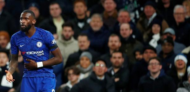 Tottenham se distancia de Skriniar e mira zagueiro do Chelsea, diz TV