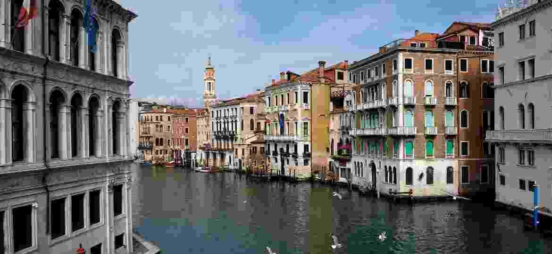 """Em Veneza, explosão no número de casos do novo coronavírus fez gôndolas """"sumirem"""" dos canais - Manuel Silvestri/Reuters"""