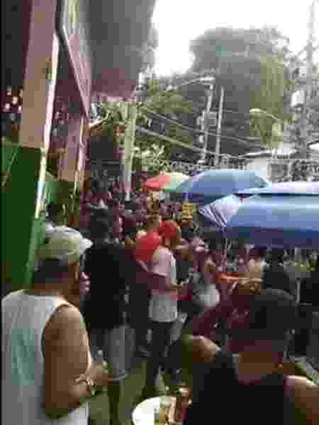 Eduardo Bolsonaro ironizou festa em comunidade, mas vídeo foi feito antes da pandemia - Reprodução/Twitter